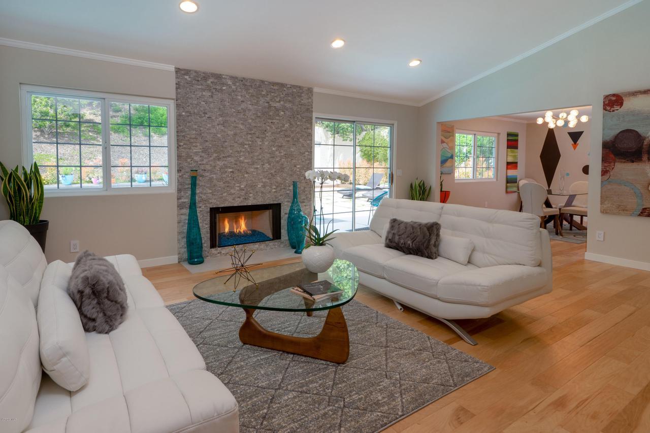 6231 PAT, West Hills, CA 91307 - Living Room