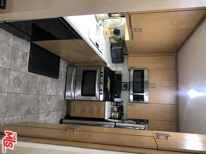22133 BURBANK, Woodland Hills, CA 91367