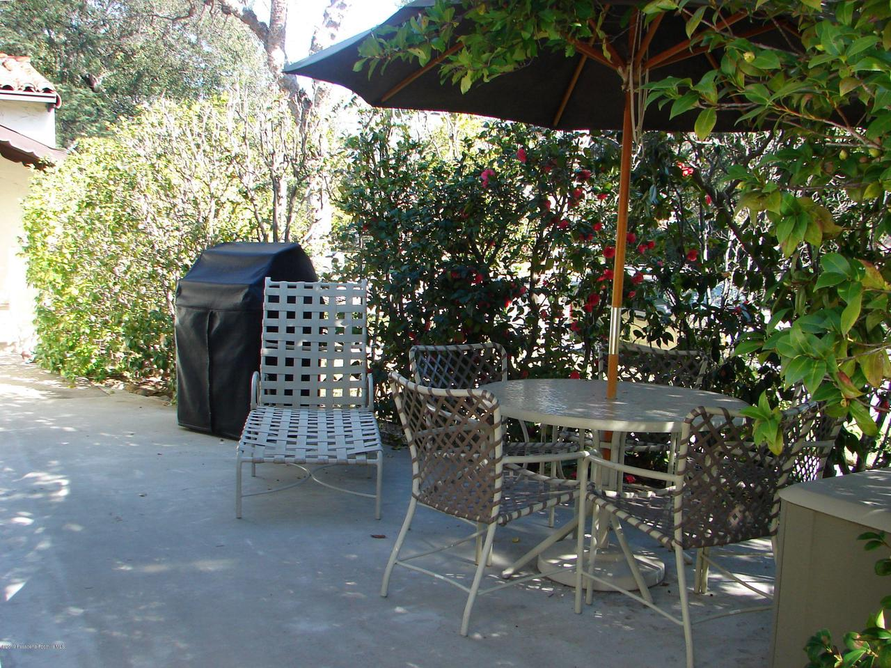 1970 MOUNTAIN, Pasadena, CA 91104 - Side Patio