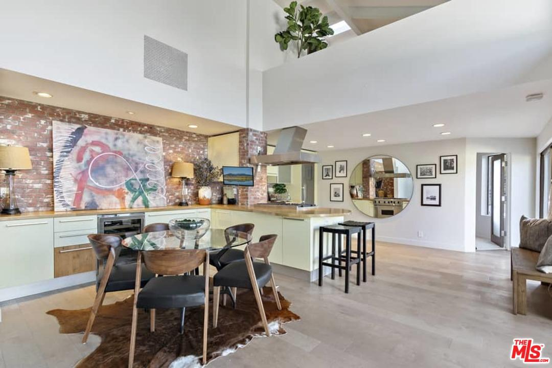 3069 VALEVISTA, Los Angeles (City), CA 90068