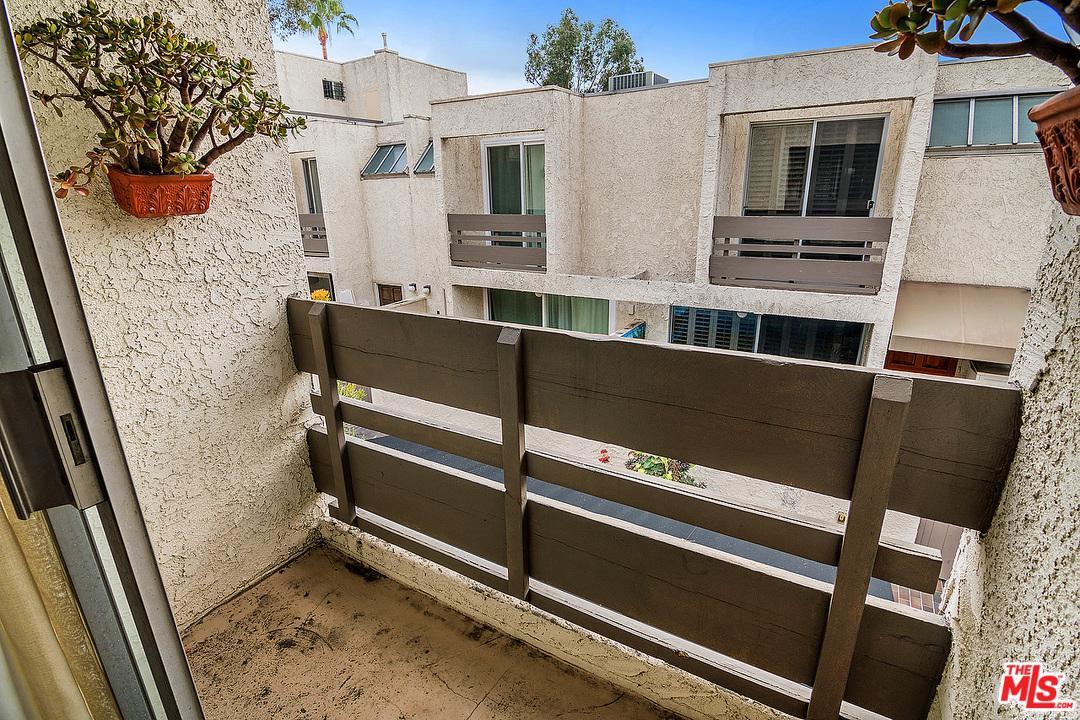960 SAN VICENTE, West Hollywood, CA 90069