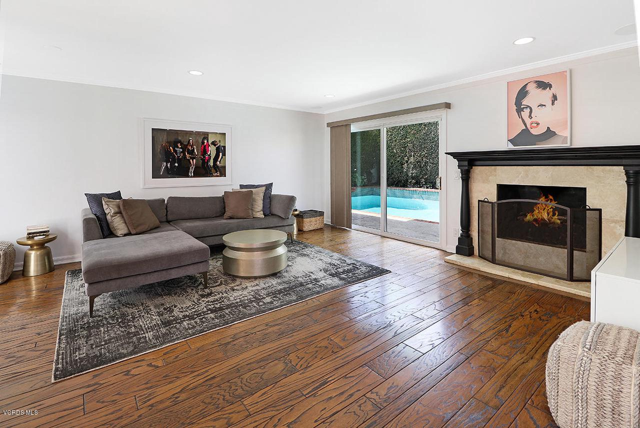 5161 WOODLEY, Encino, CA 91436 - fFamily2
