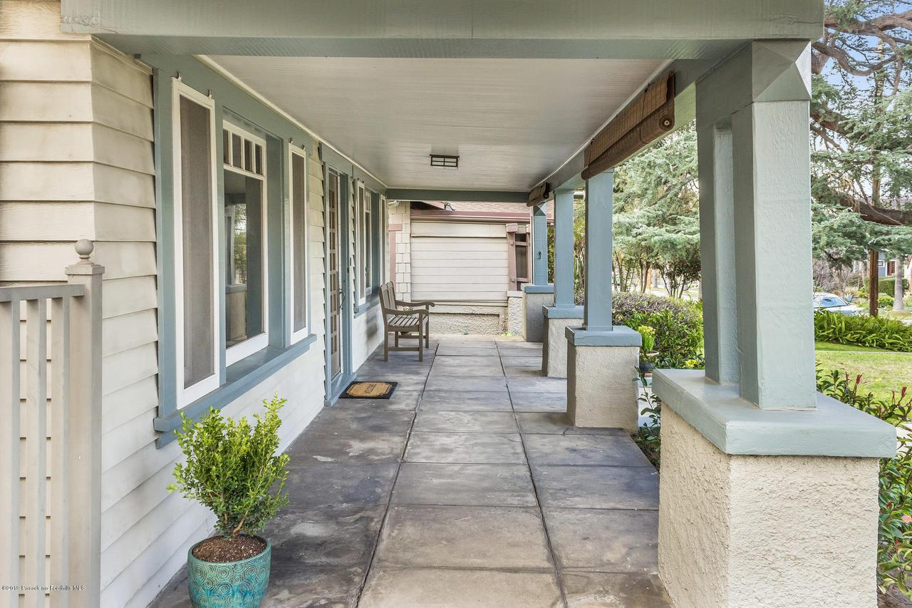 1014 PALM, Pasadena, CA 91104 - w.19-0301.front_porch