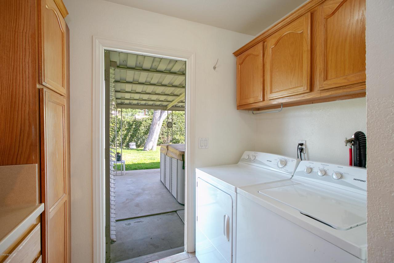 22915 BURTON, West Hills, CA 91304 - Laundry