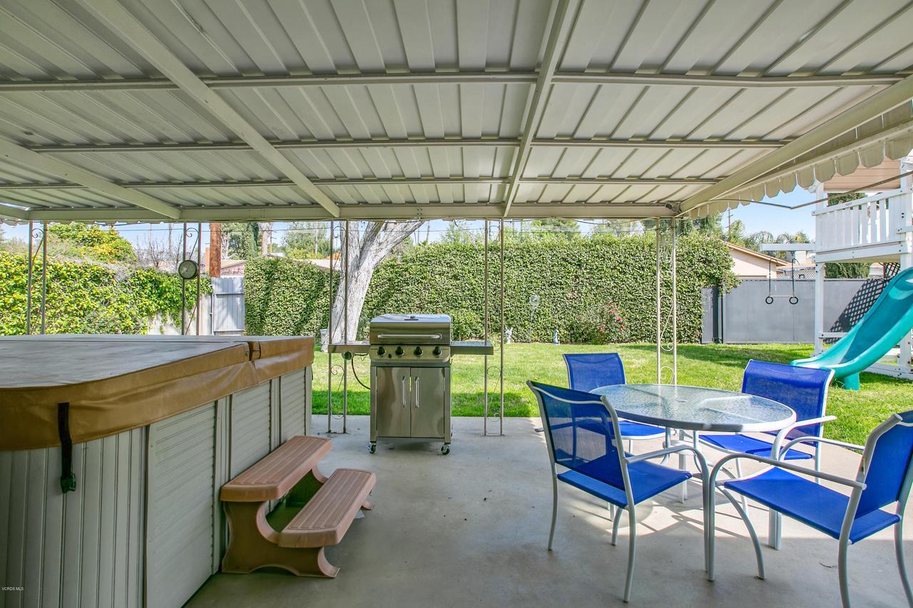 22915 BURTON, West Hills, CA 91304 - Out living rm