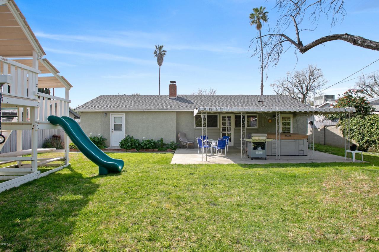 22915 BURTON, West Hills, CA 91304 - Straight back