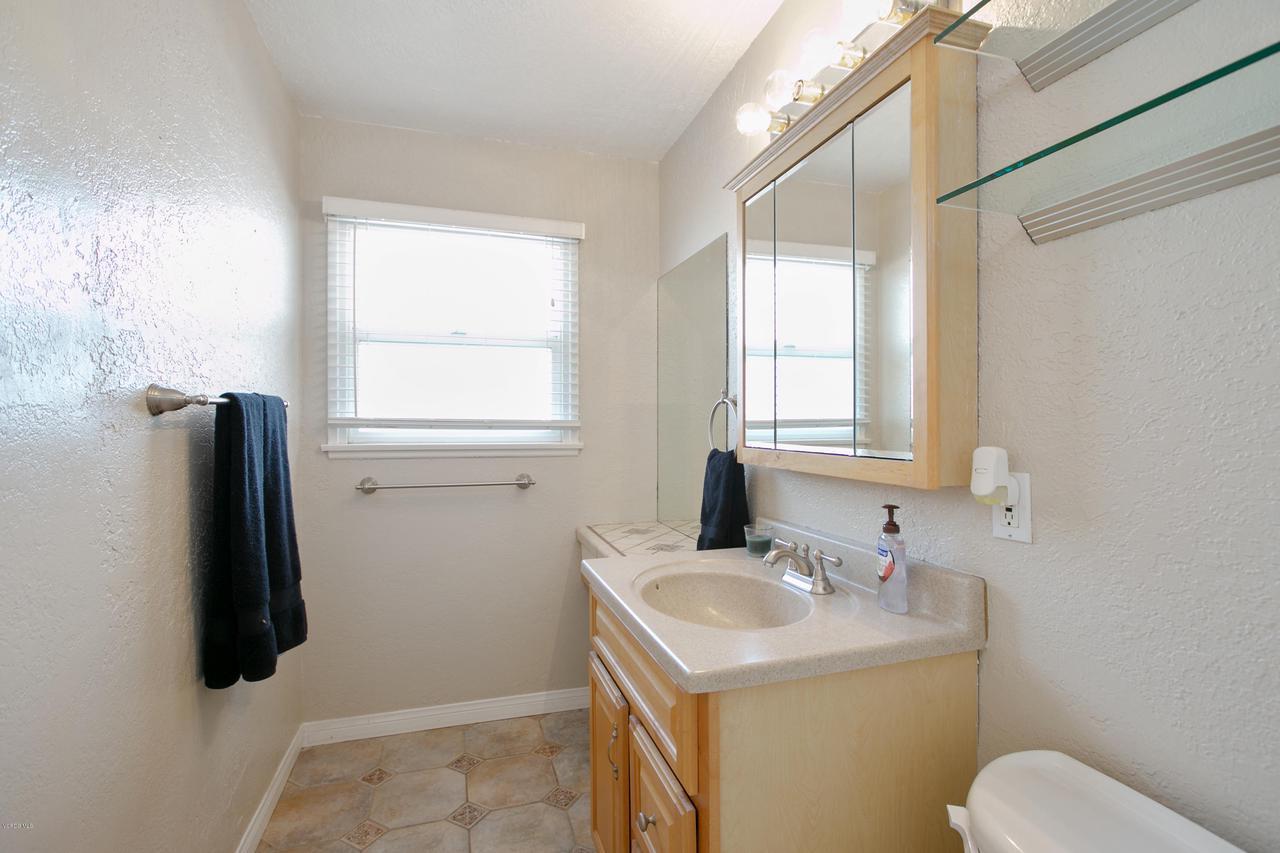 22915 BURTON, West Hills, CA 91304 - Shower Bath