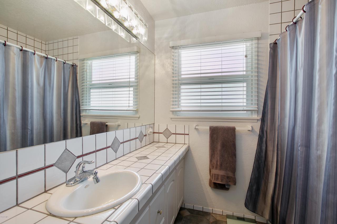 22915 BURTON, West Hills, CA 91304 - Tub/shower