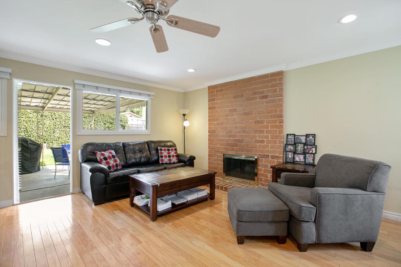 22915 BURTON, West Hills, CA 91304 - Living Rm