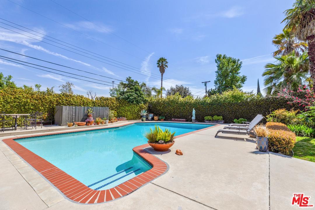 9960 BABBITT, Northridge, CA 91325