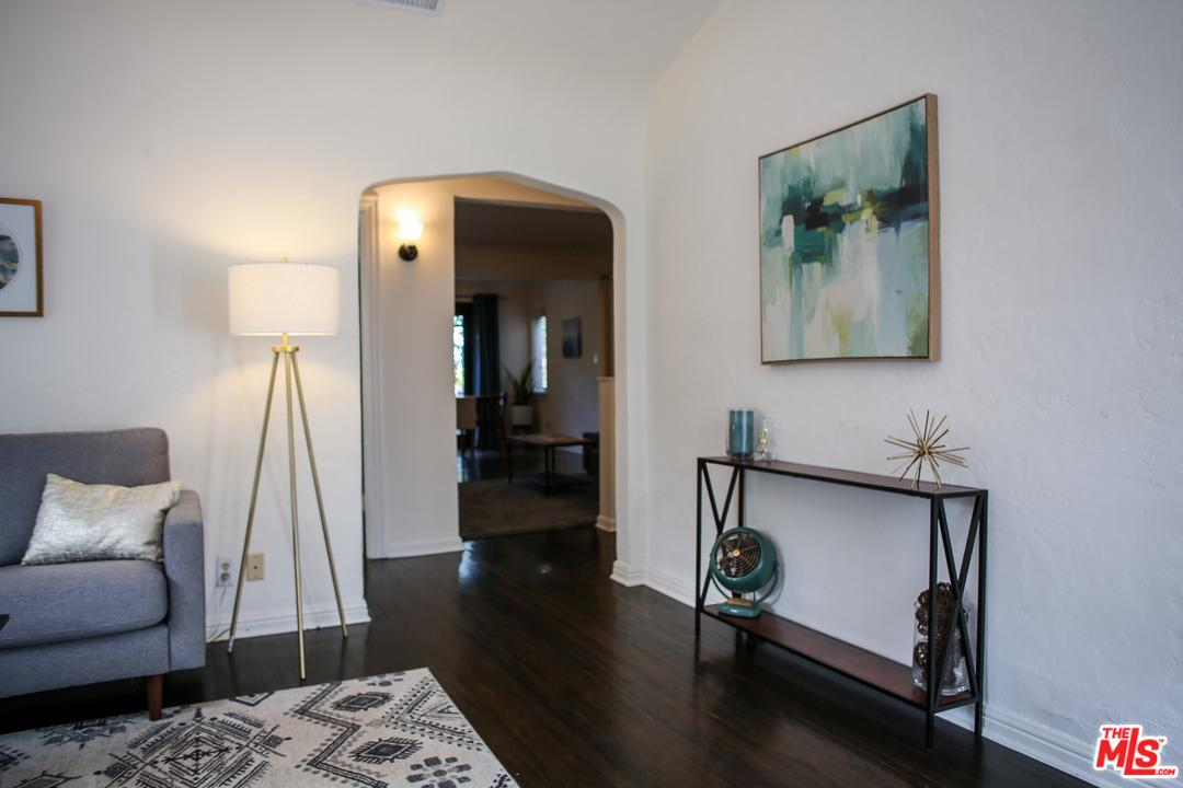 11229 SUNSHINE, Studio City, CA 91604