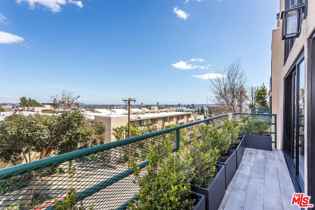1201 LARRABEE, West Hollywood, CA 90069