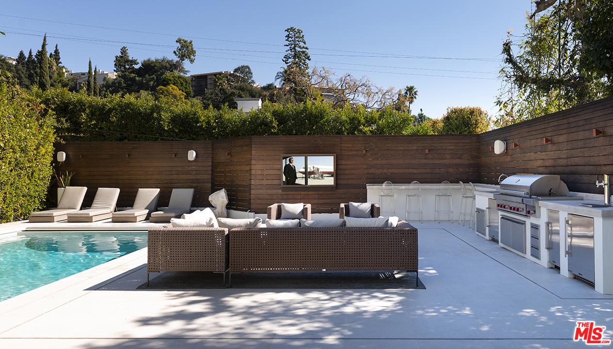 9236 CORDELL, Los Angeles (City), CA 90069
