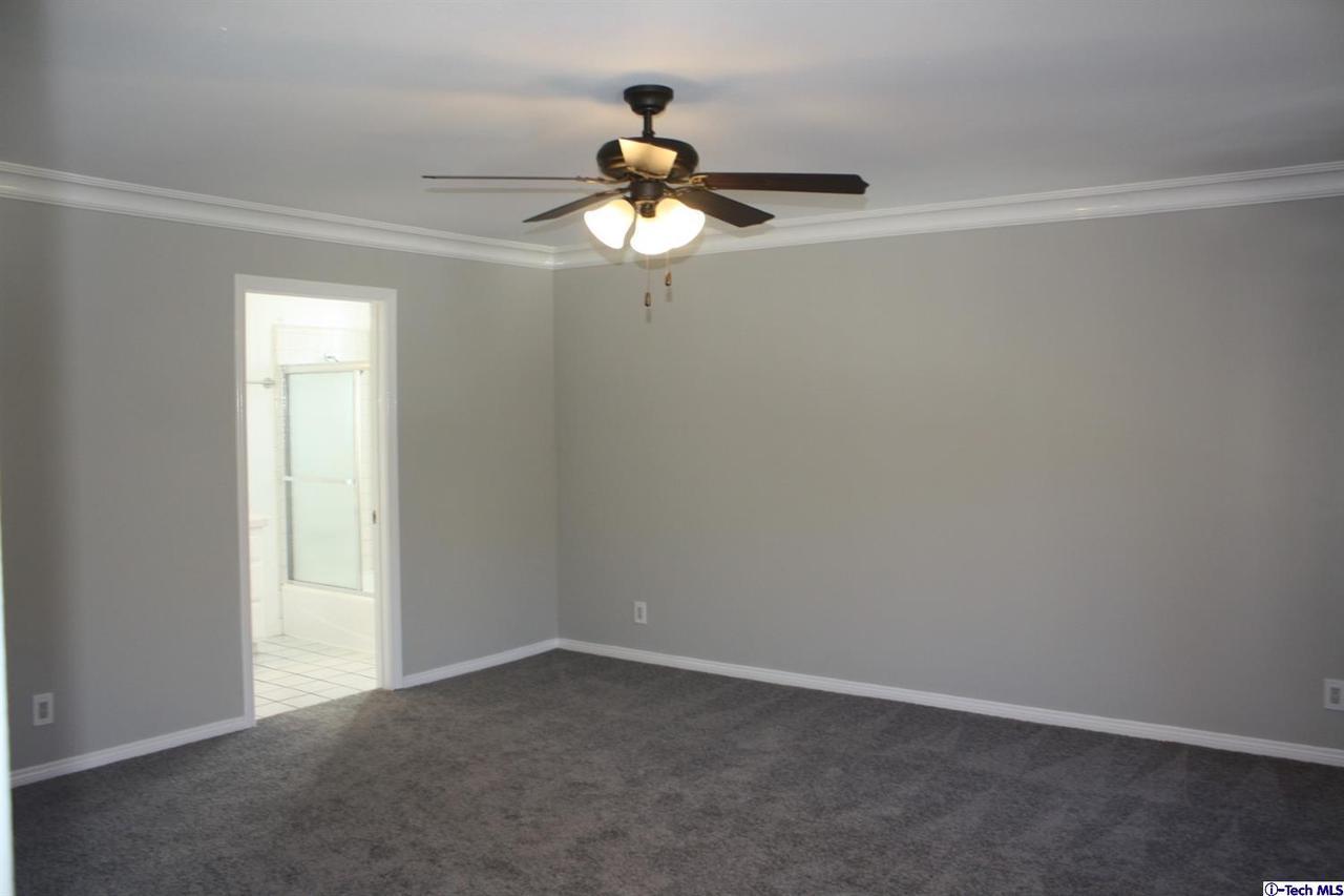 8602 LA TUNA CANYON, Sun Valley, CA 91352 - Roomy Master Suite