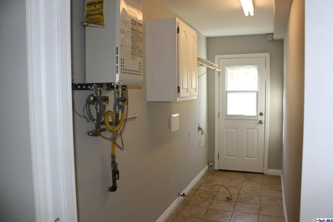 8602 LA TUNA CANYON, Sun Valley, CA 91352 - Laundry Room