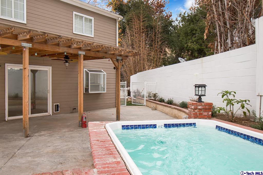 8602 LA TUNA CANYON, Sun Valley, CA 91352