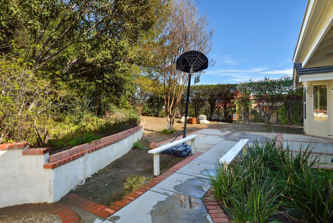 23825 STRATHERN, West Hills, CA 91304 - Low Maintenance Yard