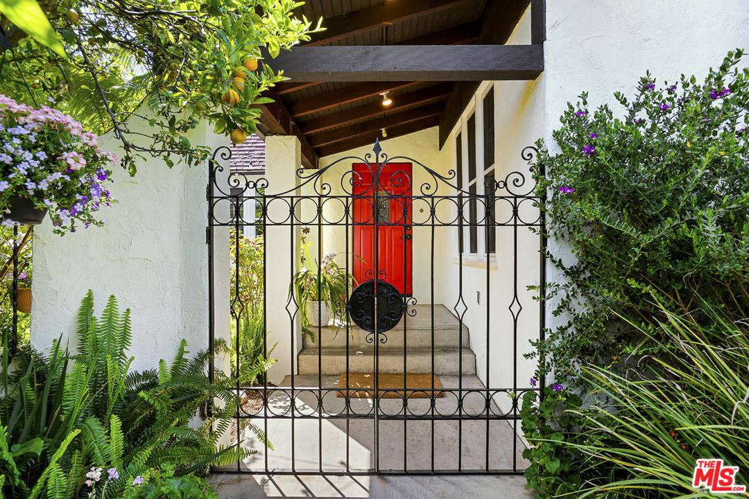2615 CORINTH, Los Angeles (City), CA 90064