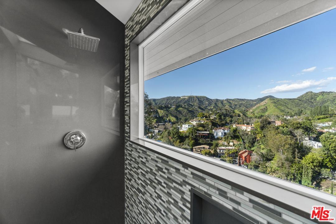 5682 SPREADING OAK, Los Angeles (City), CA 90068