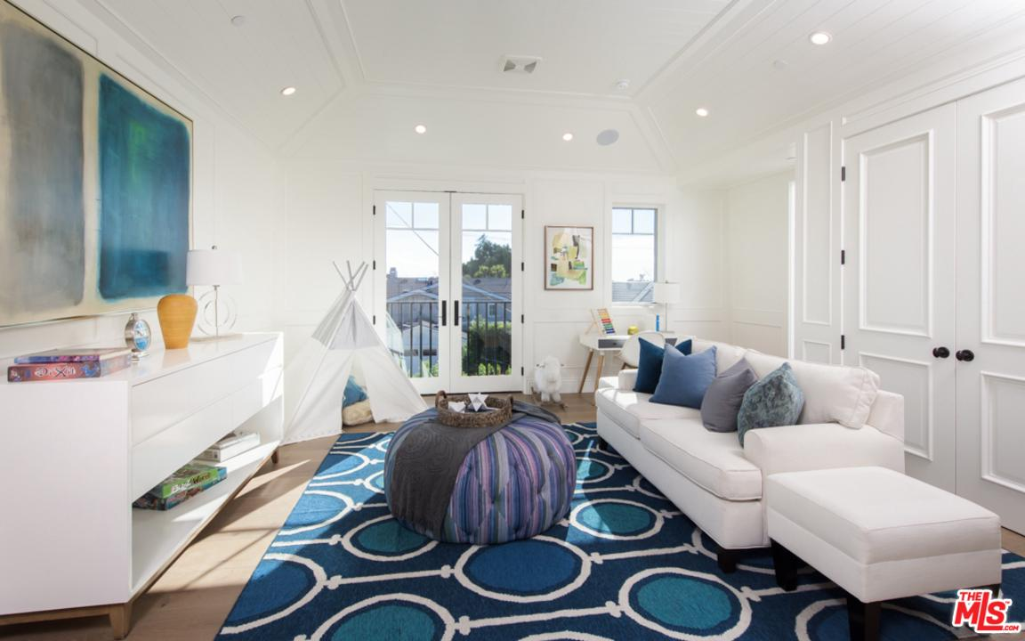 14601 WHITFIELD, Pacific Palisades, CA 90272
