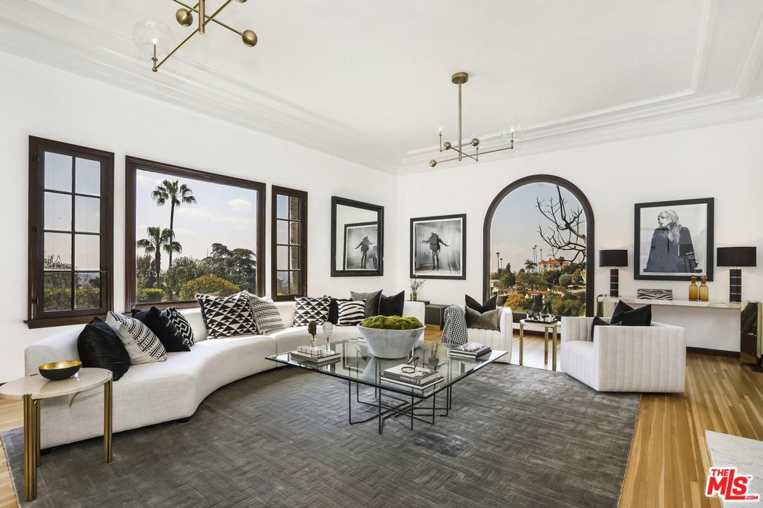 4301 PARVA, Los Angeles (City), CA 90027