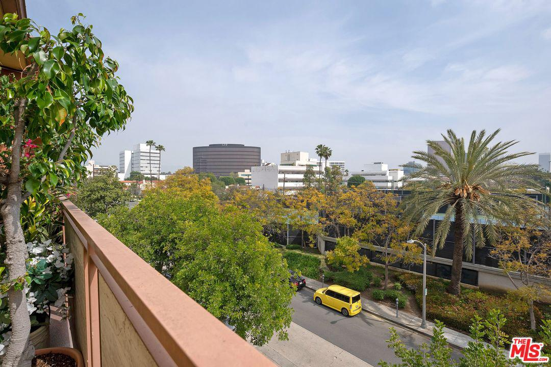 825 LE DOUX, Los Angeles (City), CA 90035