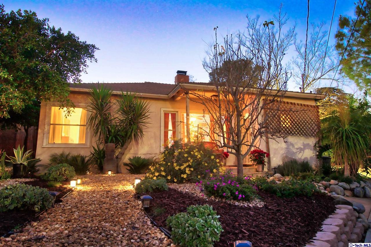 9001 HILLROSE, Sunland, CA 91040 - * SOLAR SYSTEM IS OWNED BY THE HOMEOWNER.  * Profe