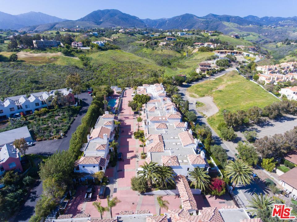 6435 ZUMIREZ, Malibu, CA 90265