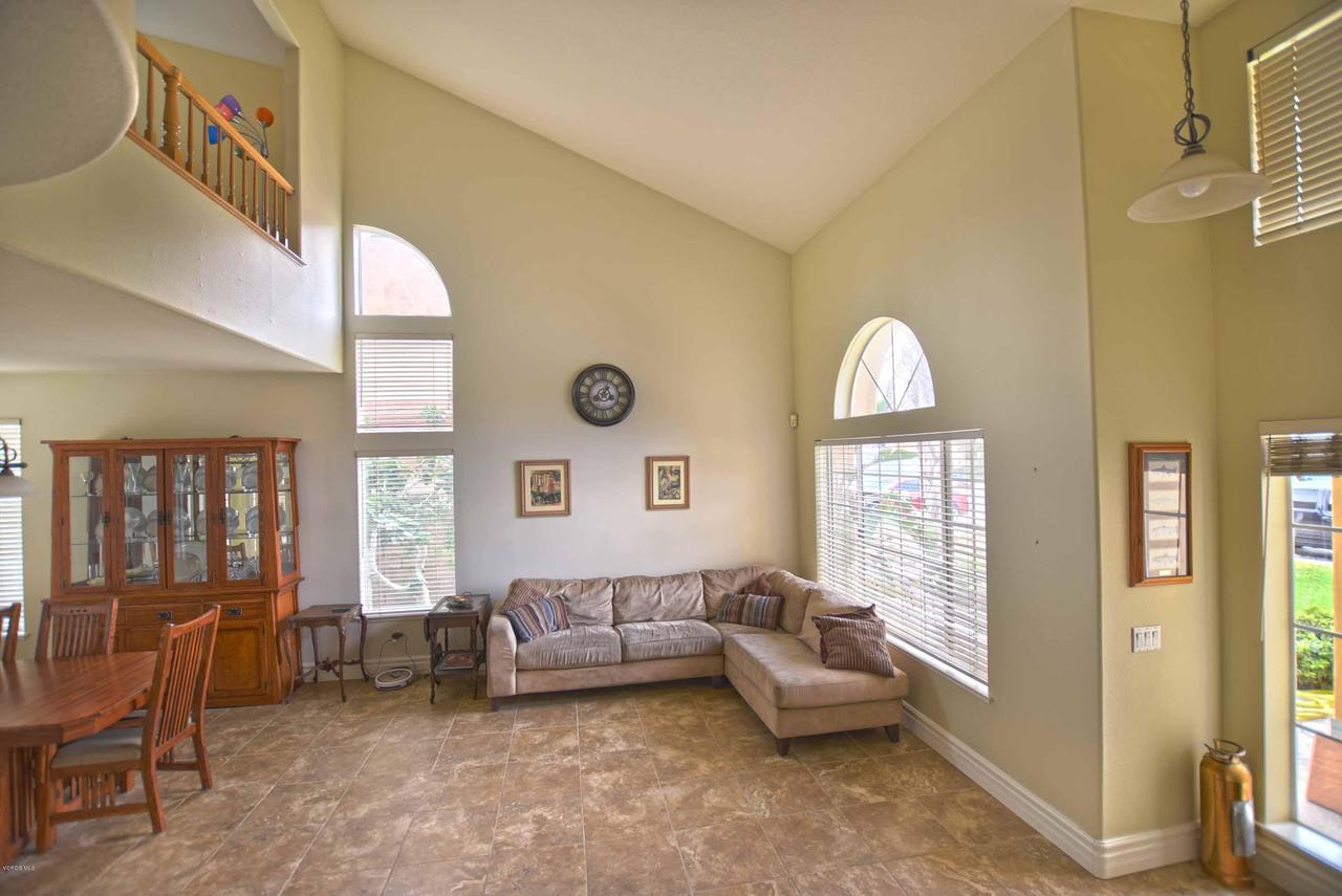440 MOCKINGBIRD, Fillmore, CA 93015 - Entrance & Dining