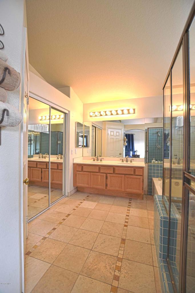 440 MOCKINGBIRD, Fillmore, CA 93015 - Master Bath