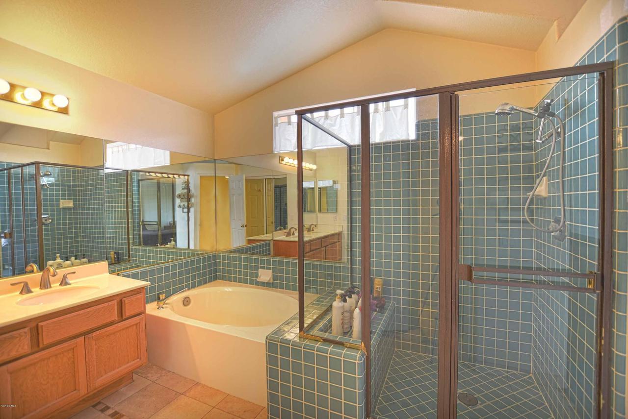 440 MOCKINGBIRD, Fillmore, CA 93015 - Master Bathroom