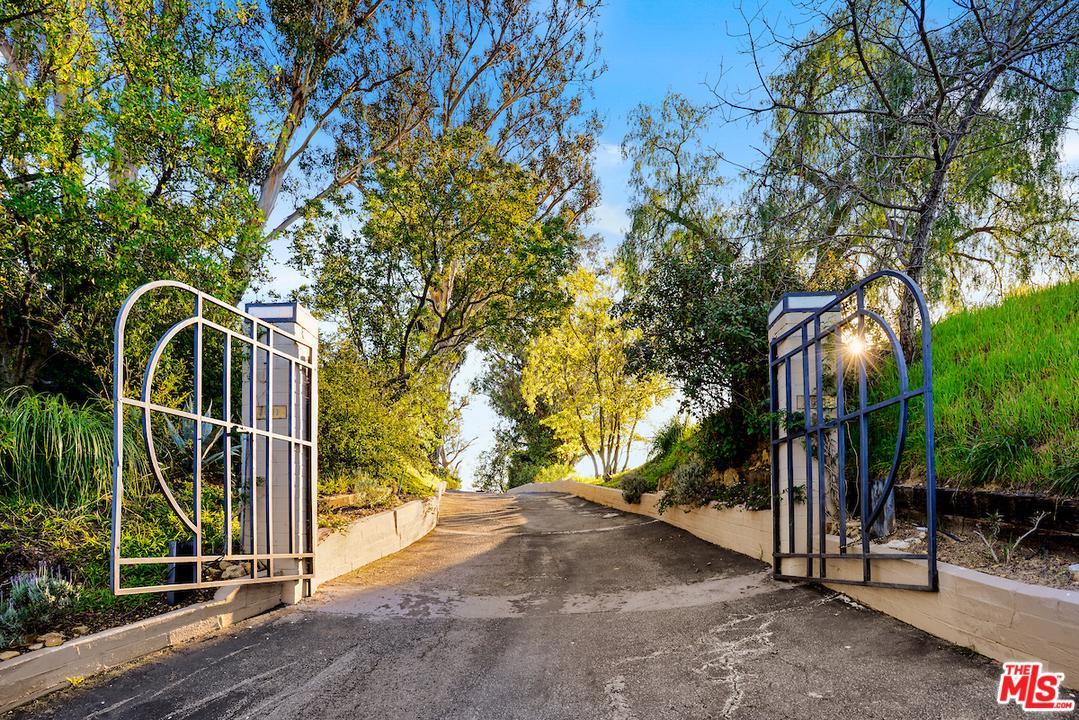 2601 SUMMITRIDGE Drive - Beverly Hills Post Office, California