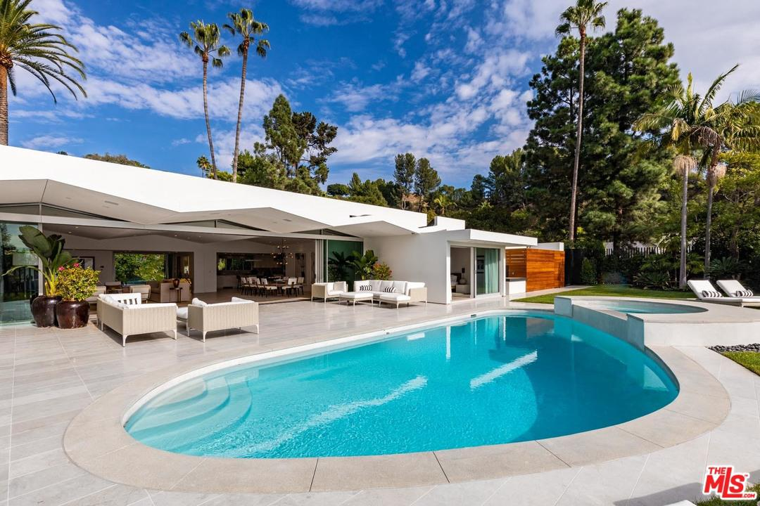 Photo of 1107 N HILLCREST RD, Beverly Hills, CA 90210