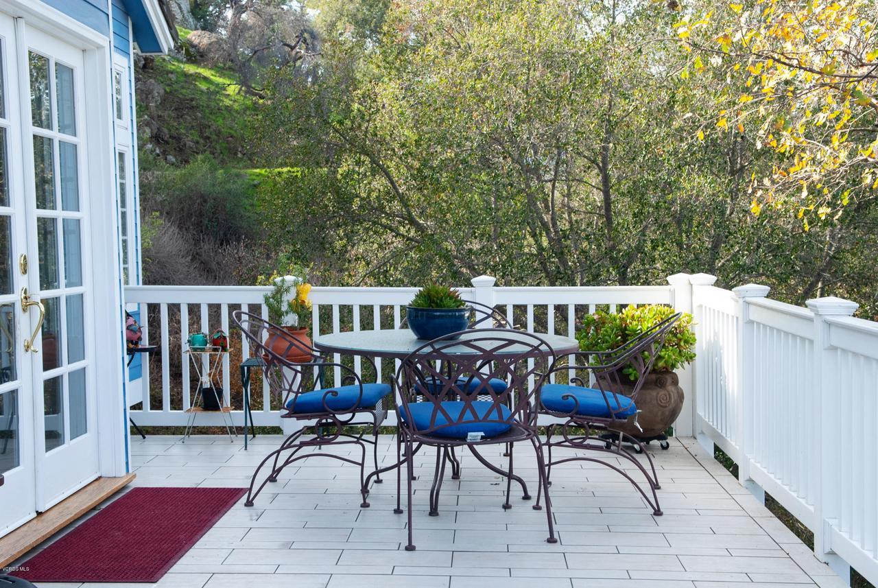 115 GILES, Lake Sherwood, CA 91361 - Eating area on deck