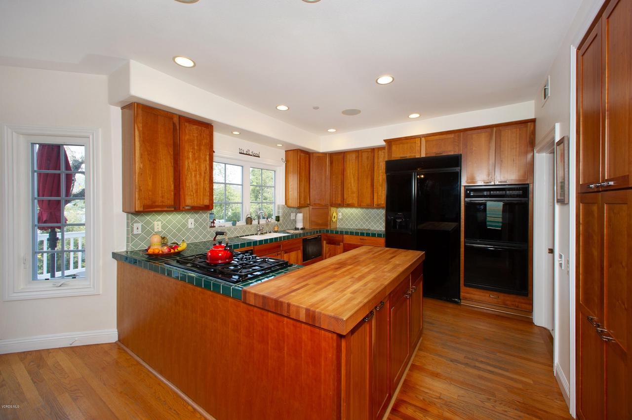 115 GILES, Lake Sherwood, CA 91361 - Kitchen