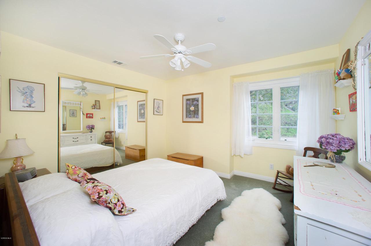 115 GILES, Lake Sherwood, CA 91361 - Bedroom 3