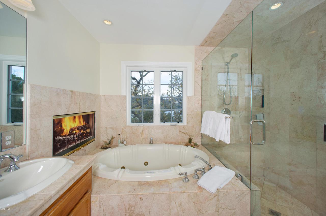 115 GILES, Lake Sherwood, CA 91361 - Master Bath