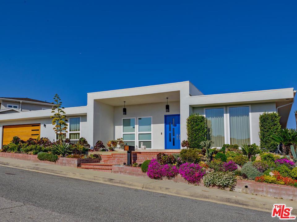 Photo of 14673 DEERVALE PL, Sherman Oaks, CA 91403