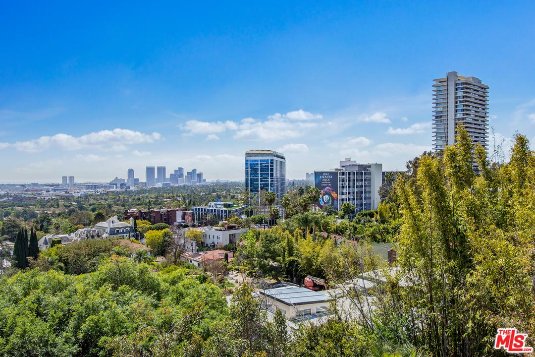 9056 ST IVES, Los Angeles (City), CA 90069