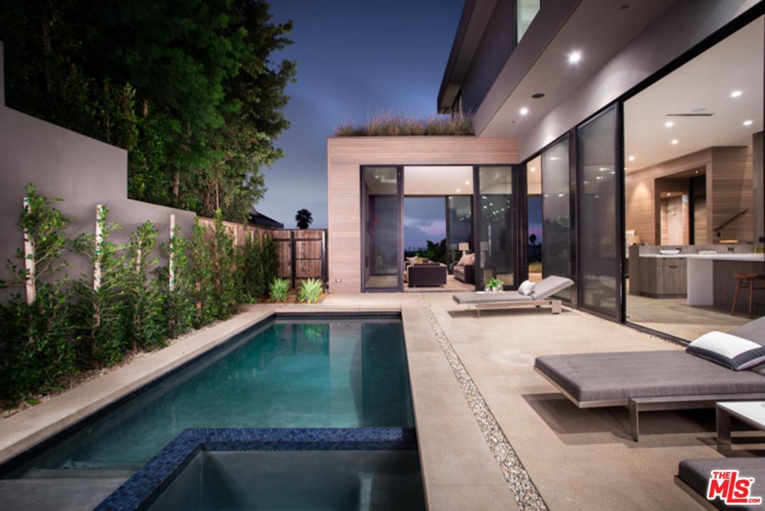 945 BERKELEY, Santa Monica, CA 90403