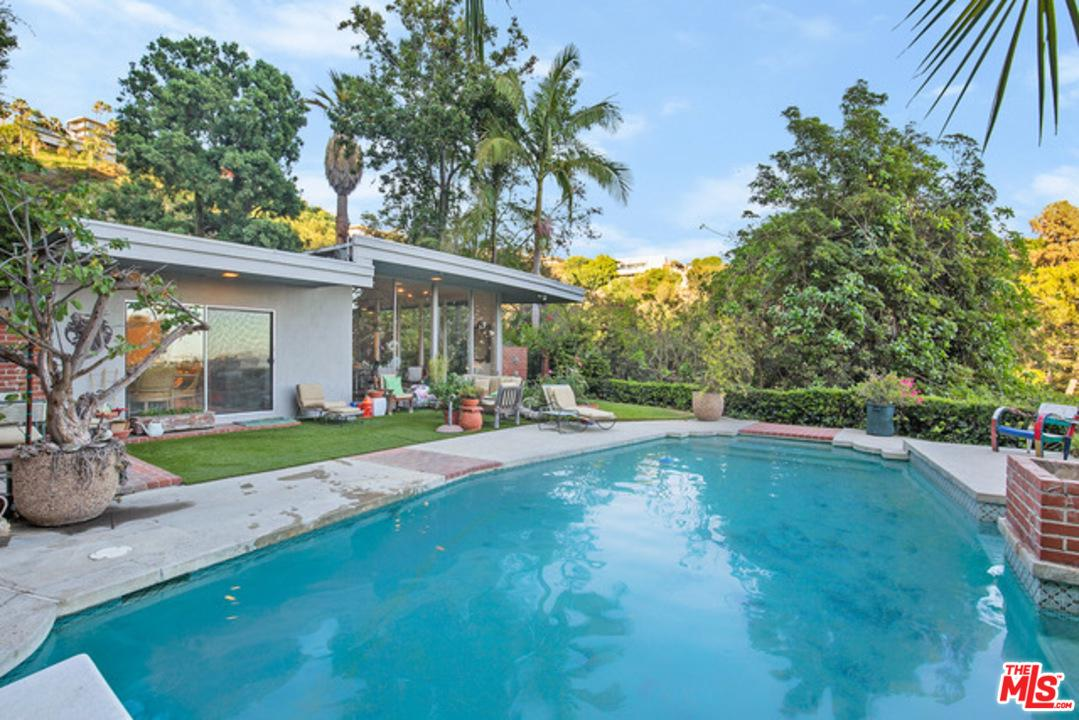 1339 WETHERLY, Los Angeles (City), CA 90069