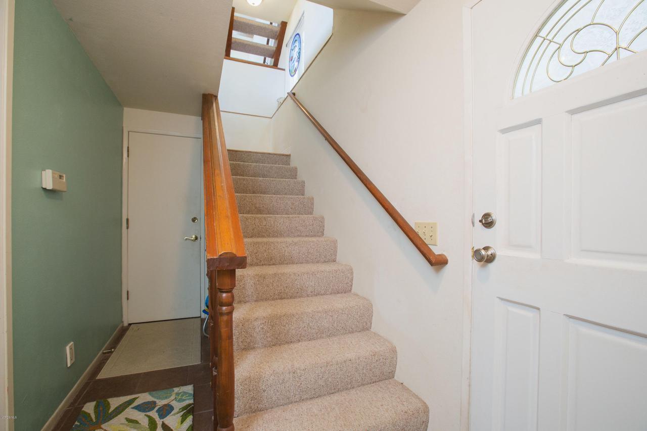 109 LA CRESCENTA, Oxnard, CA 93035 - 002_2staircase
