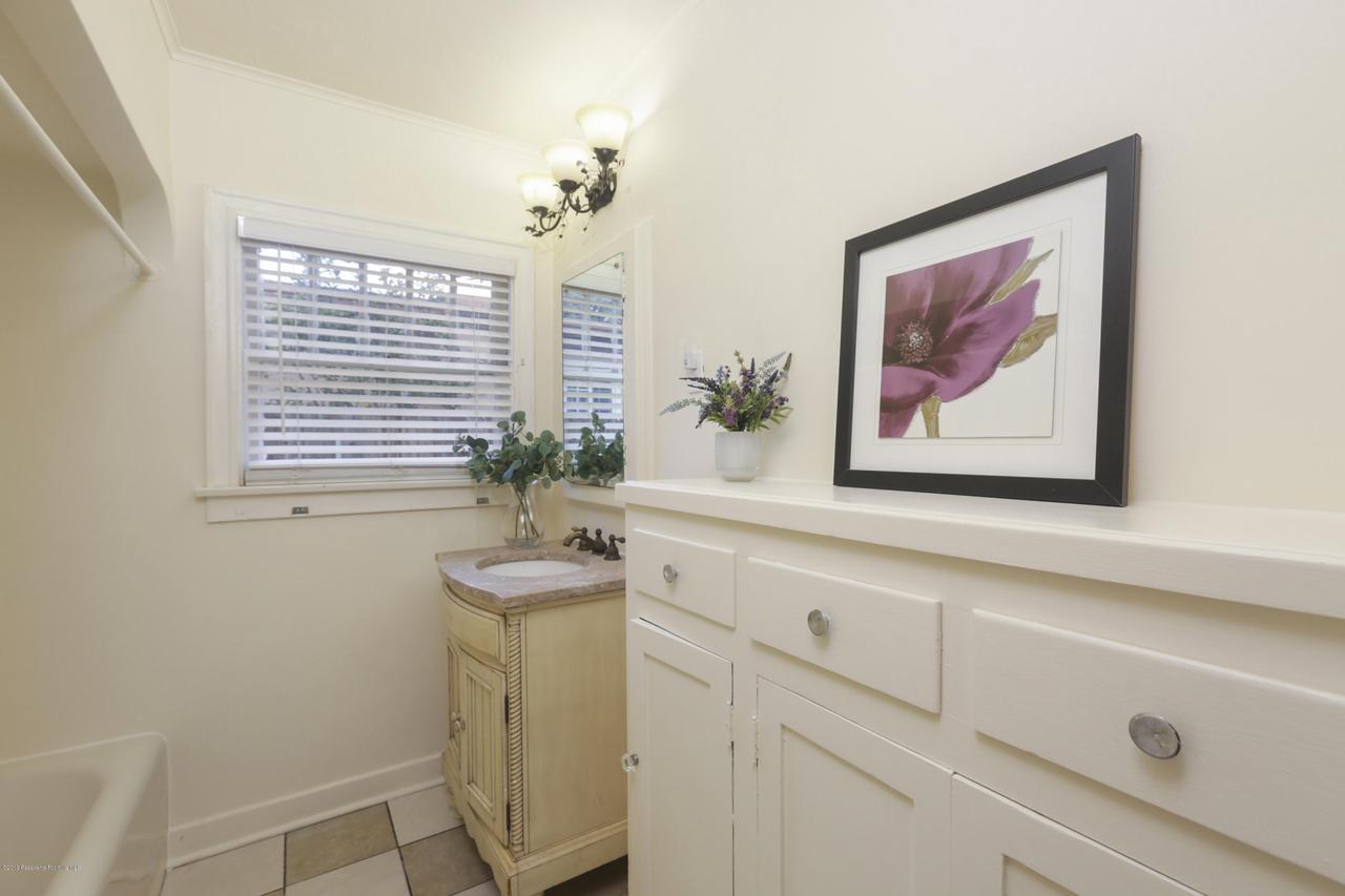 1948 JUANITA, Pasadena, CA 91104 - 032-photo-bathroom