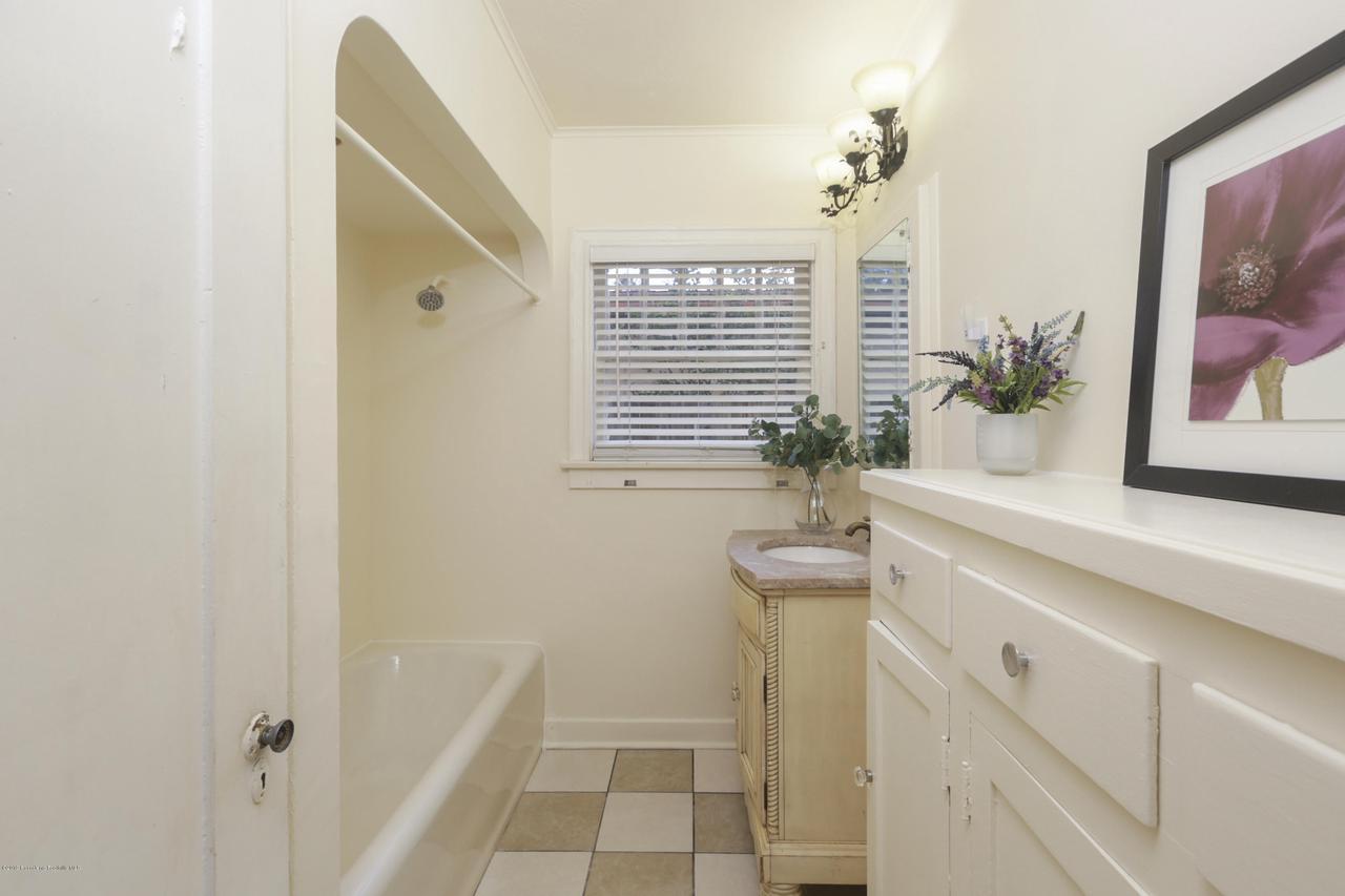 1948 JUANITA, Pasadena, CA 91104 - 033-photo-bathroom