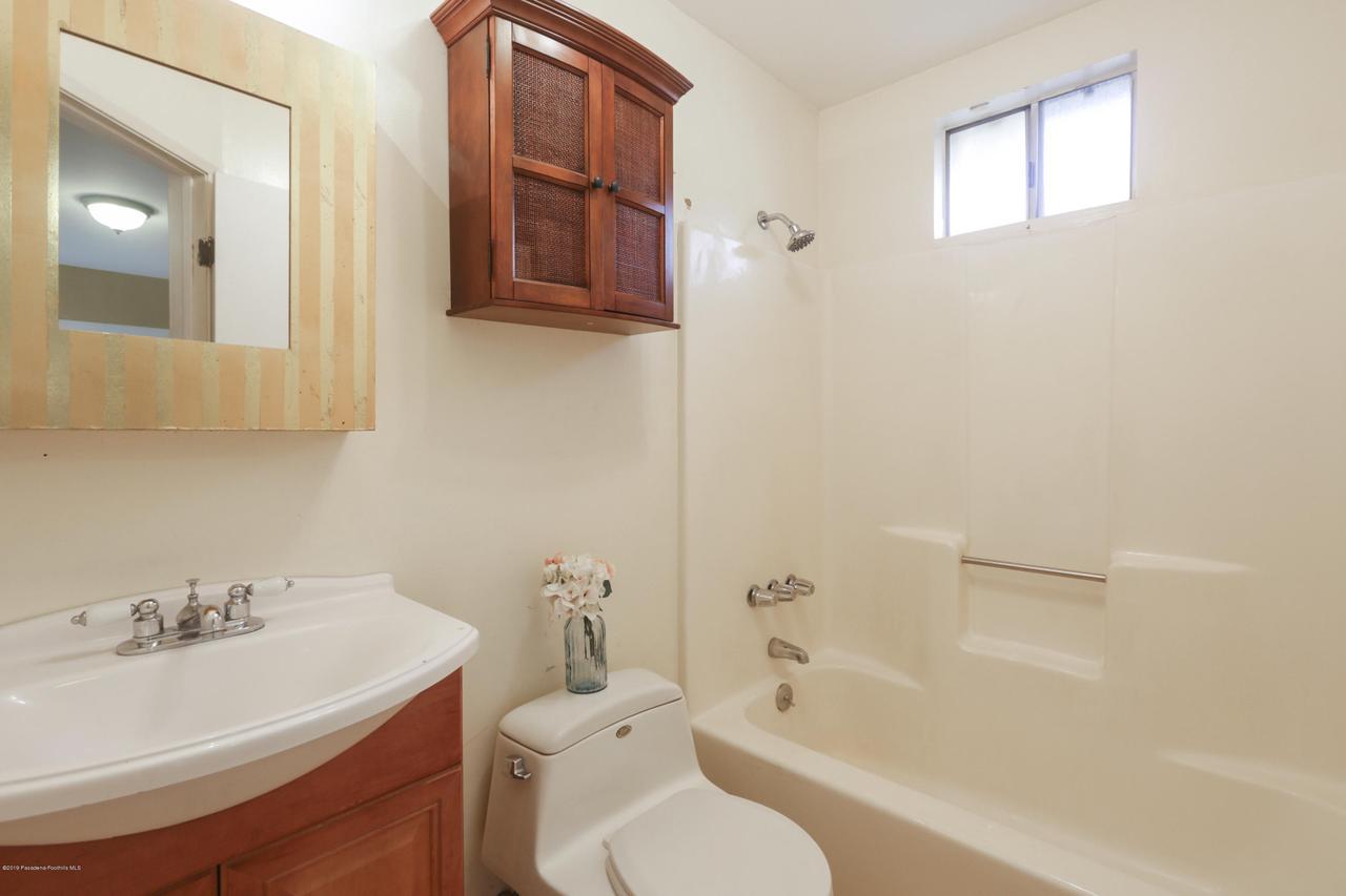 1948 JUANITA, Pasadena, CA 91104 - 021-photo-master-bathroom