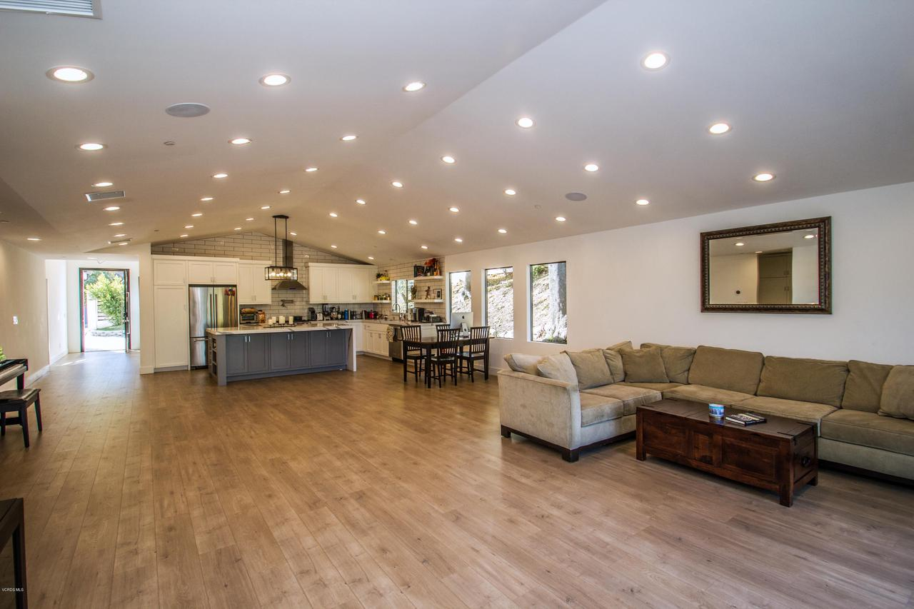 4841 BRUGES, Woodland Hills, CA 91364 - Entertainers Dream