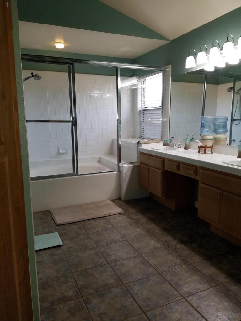 1063 MEADOWLARK, Fillmore, CA 93015 - master bath