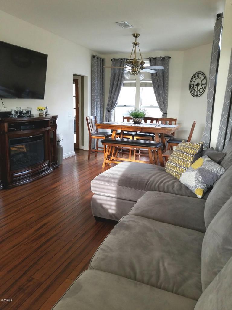 1063 MEADOWLARK, Fillmore, CA 93015 - family room