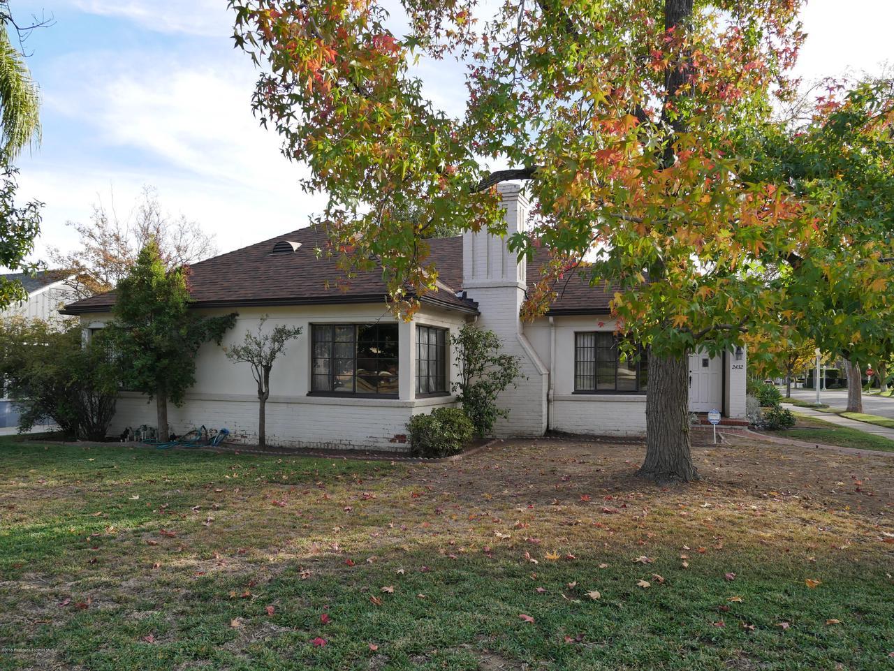 2432 ORANGE GROVE, Pasadena, CA 91104 - Front yard 1