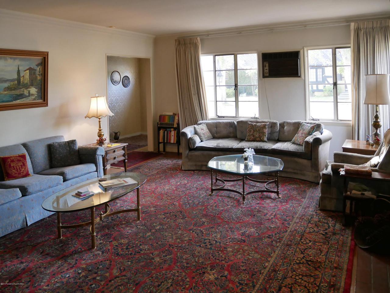 2432 ORANGE GROVE, Pasadena, CA 91104 - Living Room 1